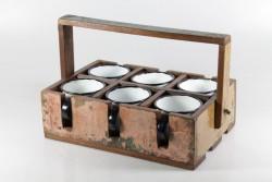6 Becher im Holzkorb